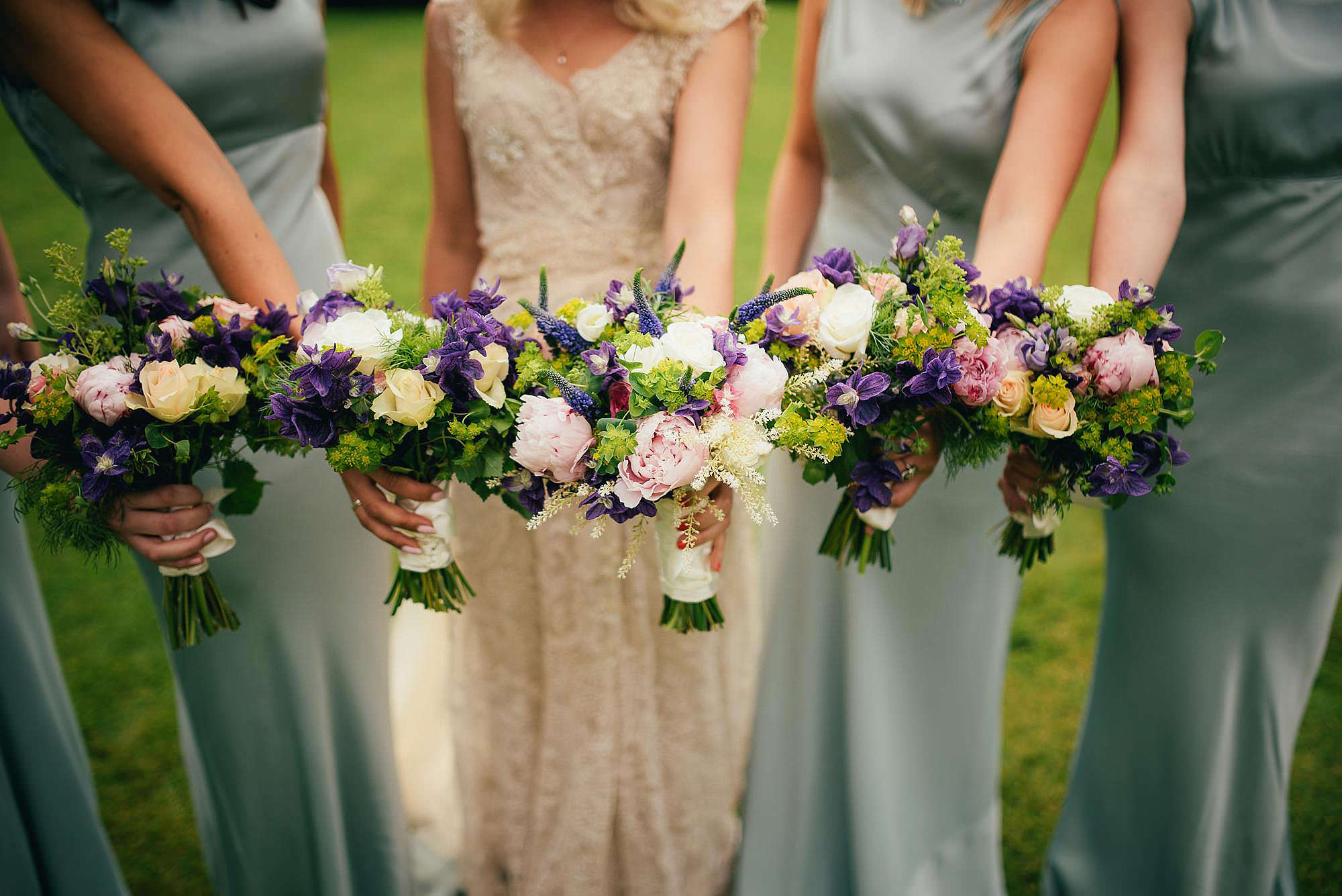 rustic bride and bridesmaid bouquets