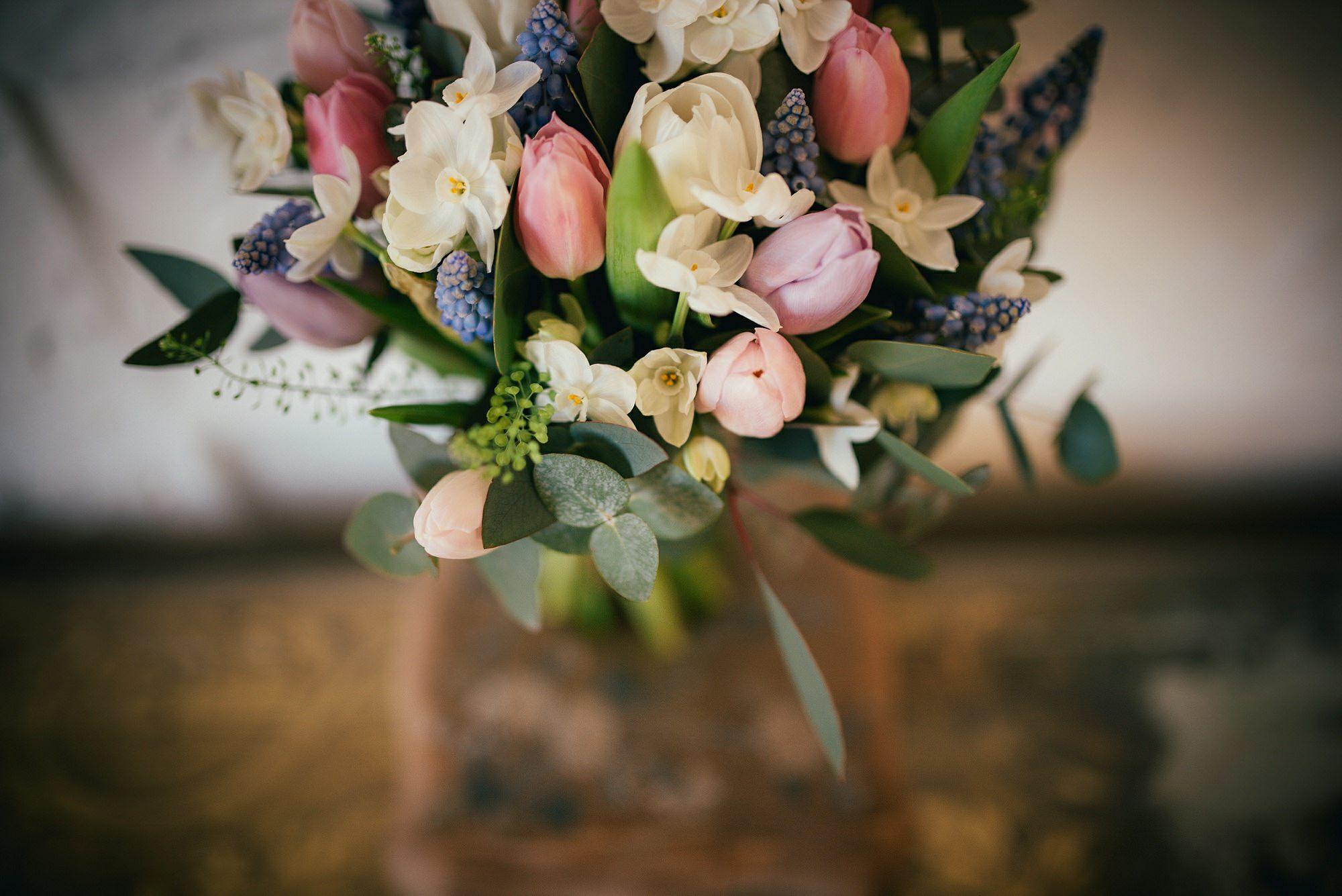 pretty spring wedding flowers