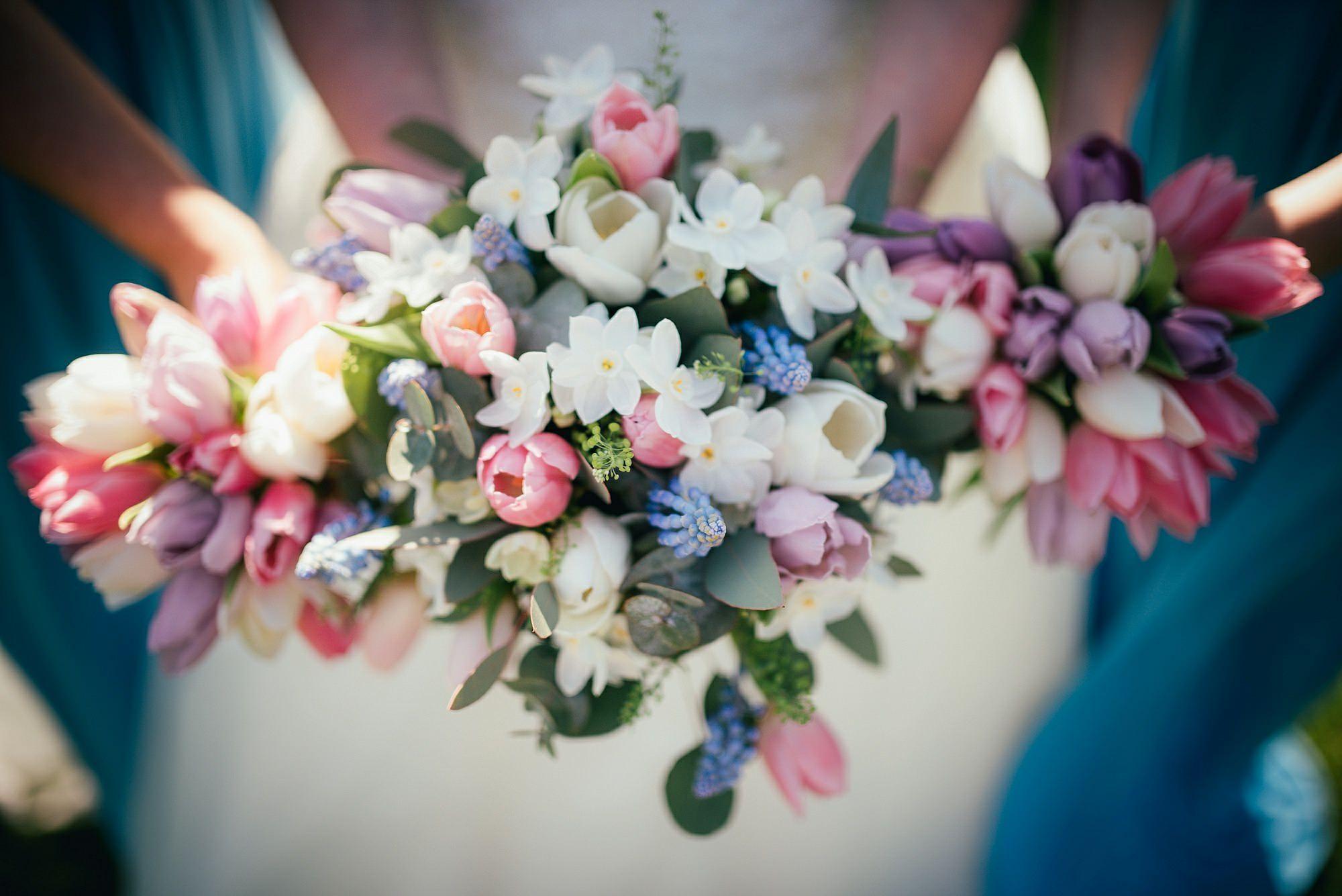 beautiful spring wedding flowers