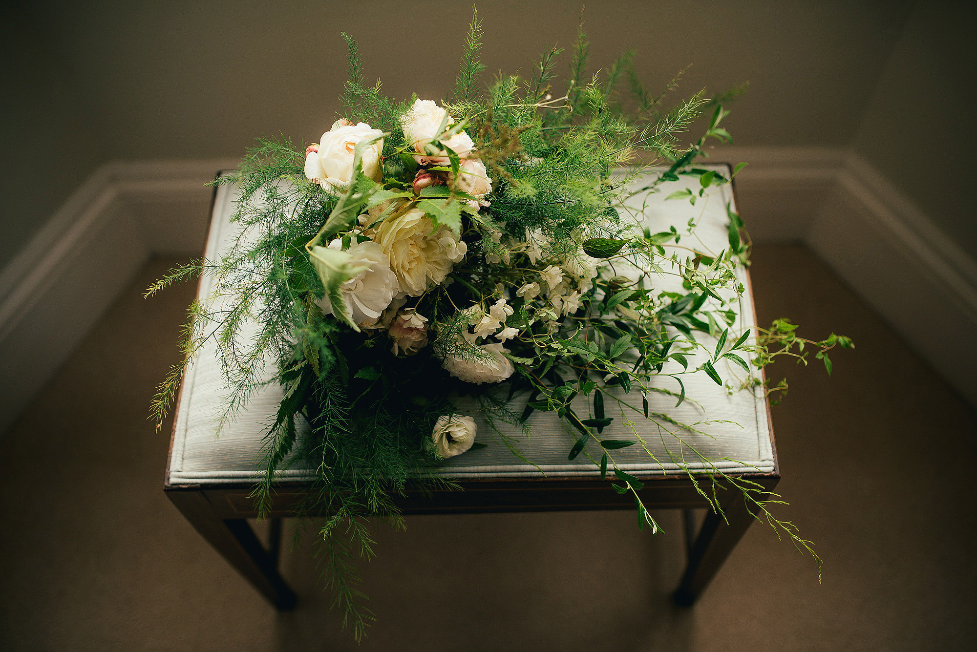 pretty rustic wedding flowers