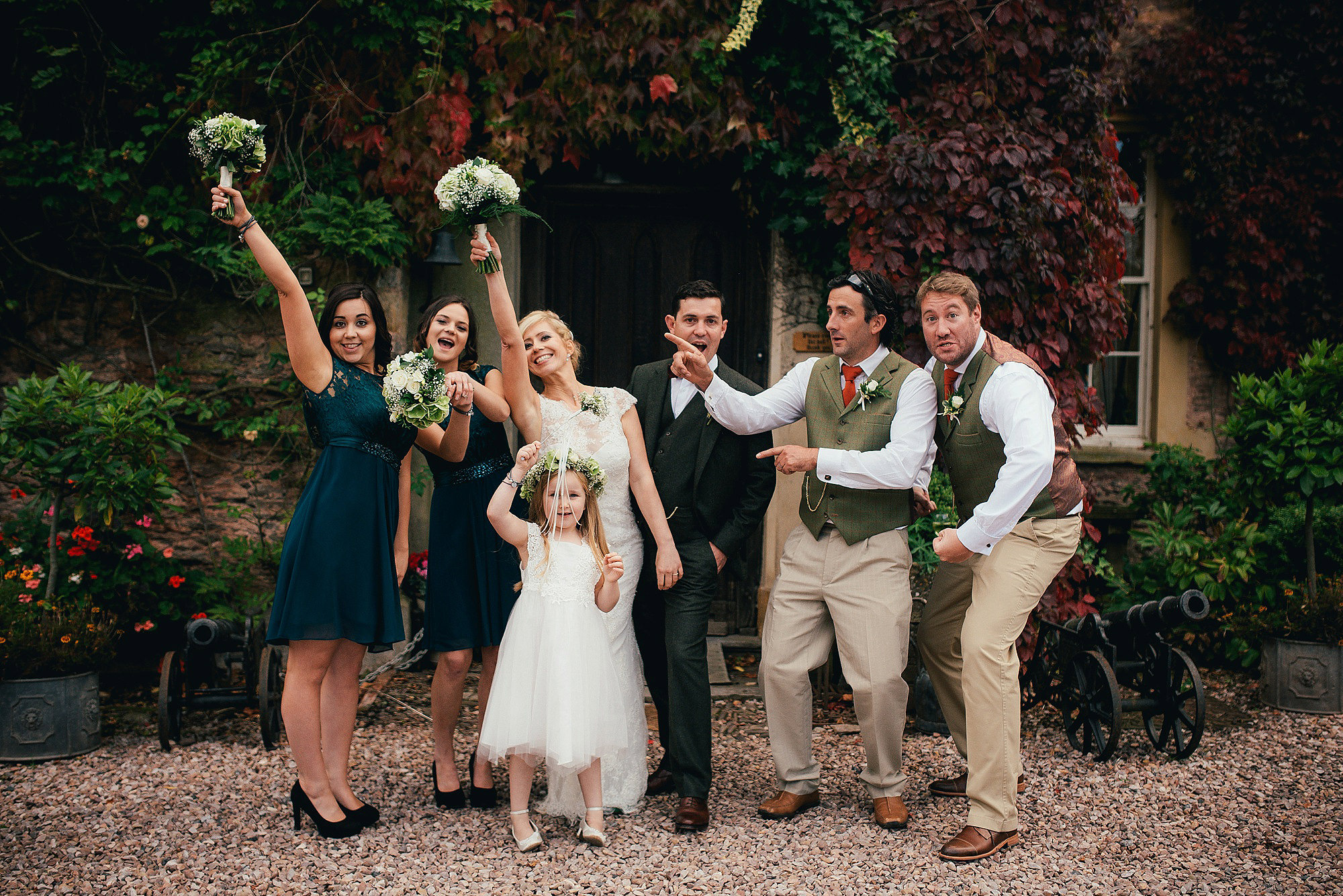 Hereford wedding photographer relaxed Maunsel House